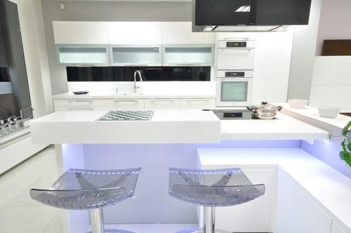 обои для белой кухни в интерьере фото